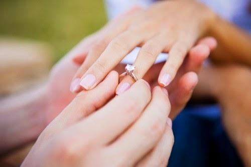 Hôm qua anh cưới vợ