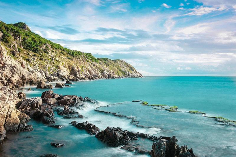 Biển, núi, em và sóng