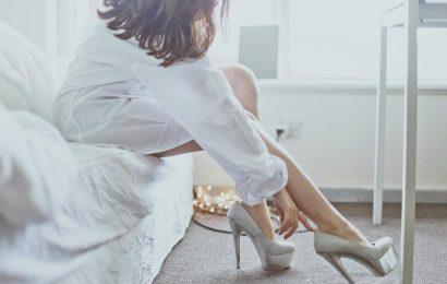 Phụ nữ mạnh mẽ lại rất cô đơn và mỏi mệt: Để có thể sinh tồn, thành công và tiến lên, ai cũng phải biết cất đi những gì yếu đuối
