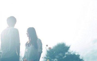 Ngày tình im lặng, em đâu chắc rằng trái tim mình đã thôi chờ mong
