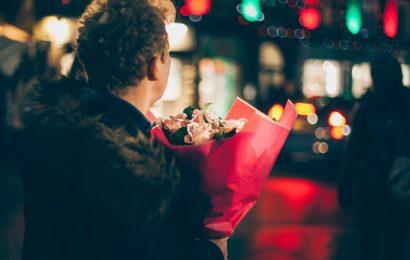 Đàn ông có thể nghèo vật chất, nhưng tuyệt đối không thể nghèo tình cảm với người con gái mình yêu