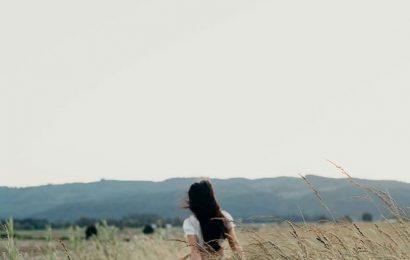 Tình cũ em đừng giữ, cũng đừng nhớ để mà đau…